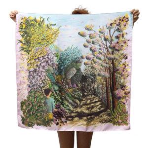 Céline Dominiak, foulards réalisé à partir de tableaux imaginaires et fantasmagoriques mêlant animaux, végétaux ou minéraux, imprimé sur de la soie de façon artisanale